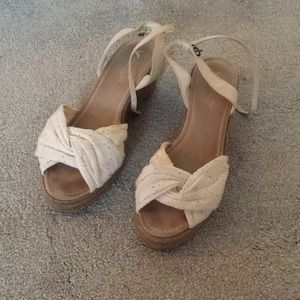American Eagle Eyelet Wedges Size 9